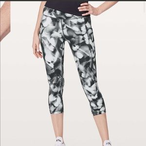 New LULULEMON Speed Up Crop Black White Floral 10